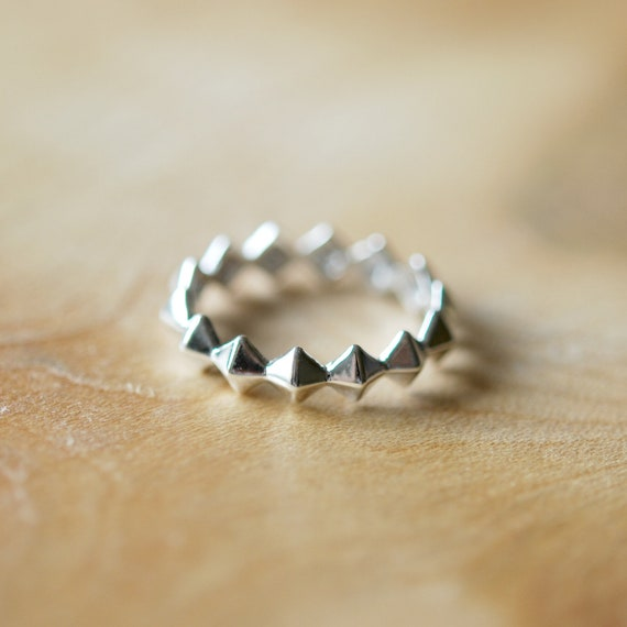 Sterling silver pyramid ring, stud ring, geometric silver band, silver spike ring, modern ring, minimalist ring, stacking rings for women