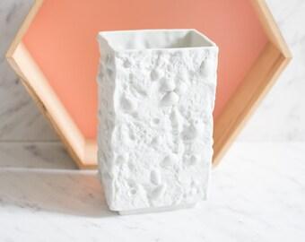 GDR Bisque Shell Vase by Ilmenau no. 7921