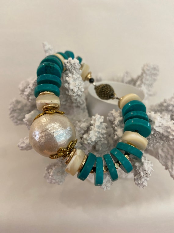 Blue wave turquoise, pearls and mother of pearls bracelet, vintage beads, handmade, upcycled, OOAK