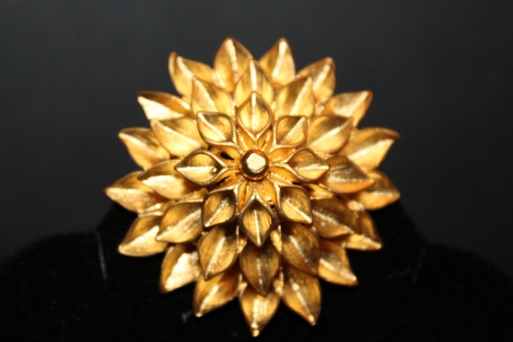 Vintage Gold Figural Hrizantema Flower Brooch