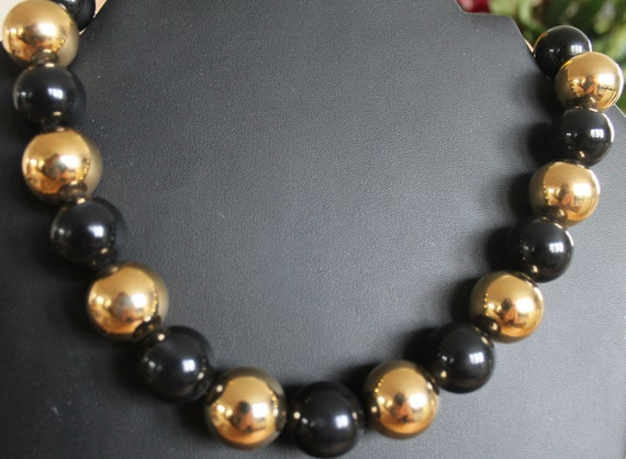 NECKLACE Vintage Napier signed plastic  lucite beaded necklace ,black and gold string large  beads.