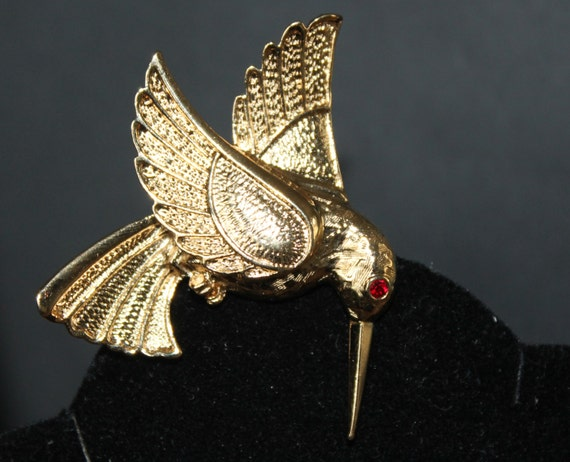 BROOCH Vintage Brooch Hamming Bird by Avon  Gold Metal Retro 1980s