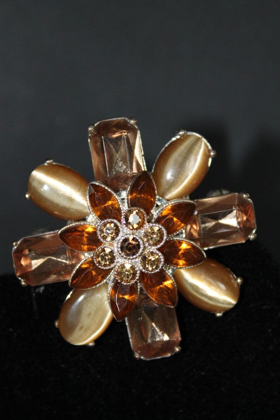 BROOCH Vintage  Silver metal and  Smoky Topaz Rhinestones Brooch Flower