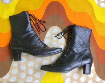 Vintage 1990s Victorian lace up Ros Hommerson Granny boots pointed toe roper boots 90s ankle boots retro black leather booties side zip 9N
