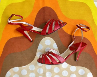Vintage 1970s red open toe ankle strap lace up pumps retro 70s kitten heels peep toe cut out strappy sling back heels vegan man made 7.5B