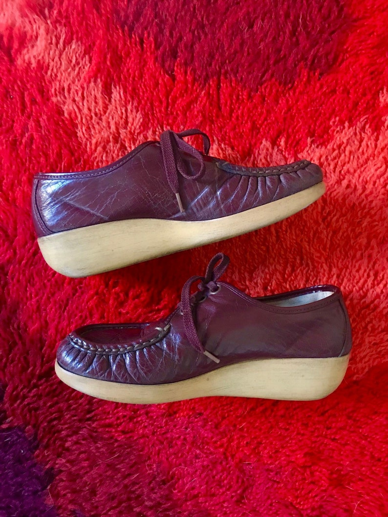 6fcec86803624 Vintage 1970s maroon leather oxford wedges 7 1/2 by SAS retro 70s granny  shoes lace up platform heels gum soles
