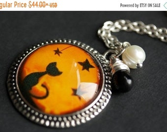 HALLOWEEN SALE Halloween Necklace. Black Cat Necklace with Black Teardrop and Fresh Water Pearl. Orange Necklace. Halloween Cat Necklace. Ha
