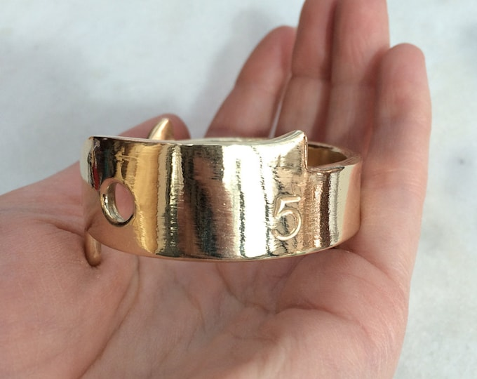 Old Salt Lobster Gauge Cuff in Brass