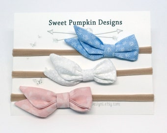 Baby Headbands. Pink Bow. Blue Daisy Bow. White Headband. Curtsy Bow. Baby Girl Bow. New Baby Gift. Baby Shower. Toddler Headband   HB1329