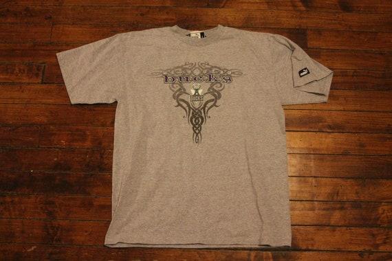 Milwaukee Bucks shirt graphic tee tshirt NBA basketball  00301001e