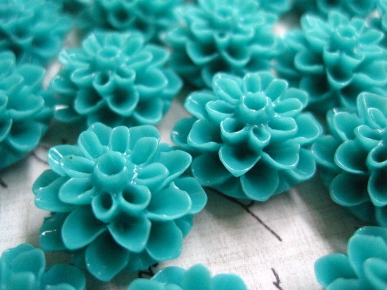 15mm Flower Cabochons  6 to 20 pcs Resin Cabochon Flowers Turquoise Dahlia Mum Flower
