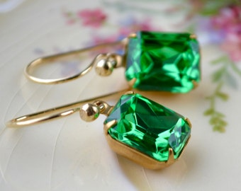 Vintage Rhinestone Earrings, Emerald Green Earrings, Estate Style Jewelry, Gold Vermeil Drop Earrings, Green Crystal Earrings, Prom Earrings