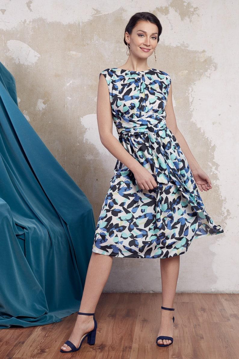 hot sale online 34e0b 61860 Sommerkleid, blau weißes Kleid, festliches Kleid, Hochzeitsgast Kleid,  Wickelkleid, elegantes Kleid, florales Kleid, Blumen Kleid