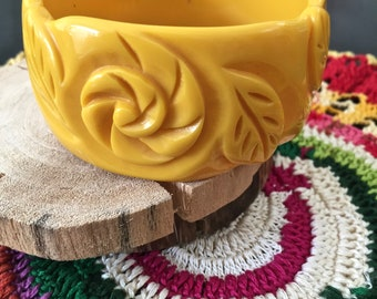 Scrumptous Vintage Chunky Deeply Carved Butterscotch Lucite Bangle Flower/Leaf Motif
