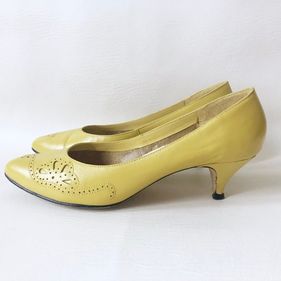 Vintage 50s lemon yellow kitten heel shoes/ mellow yellow lace décor/ Made  in Brazil/ Size 6.5 M
