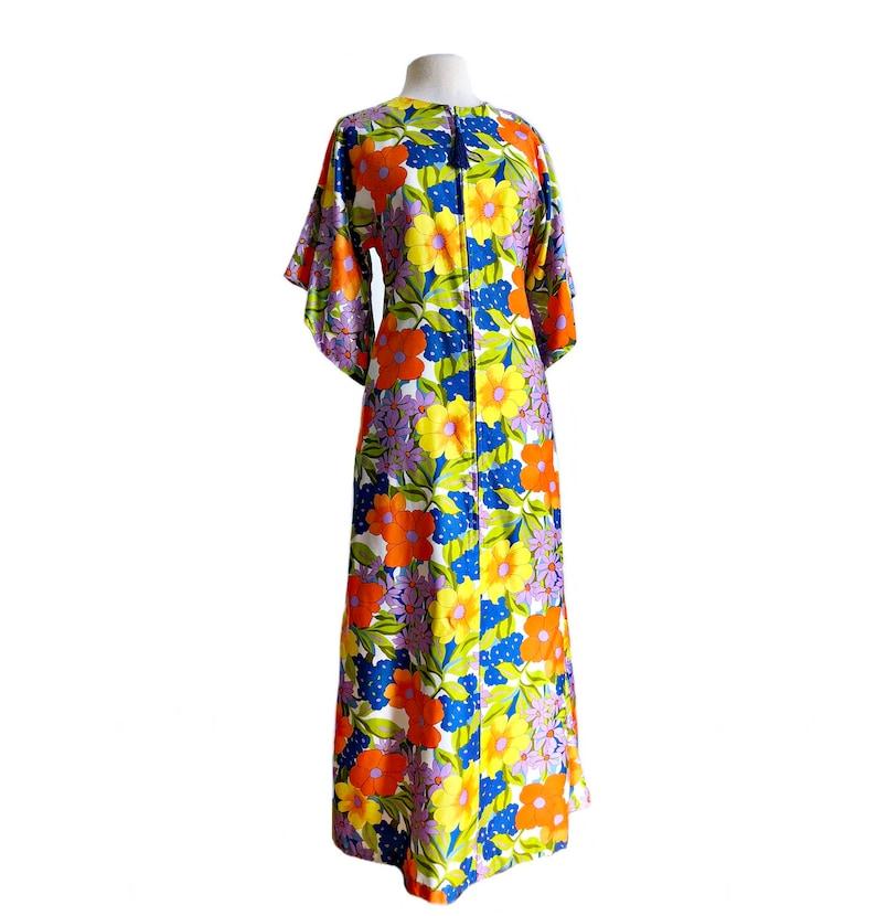 647ed2b84f7 Vintage 70s floral caftan dress  Kimono sleeve psychedelic