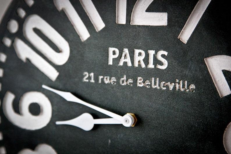 Horloge murale - Paris - noire, tendance, style cottage, en bouleau.