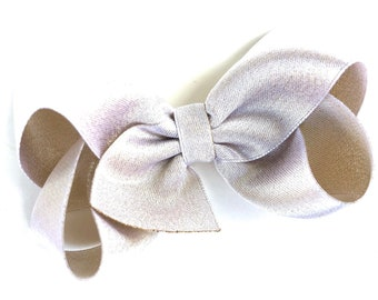 Light gold bow - hair bows, gold hair bow, hair bows for girls, baby bows, toddler hair bow, 4 inch hair bows