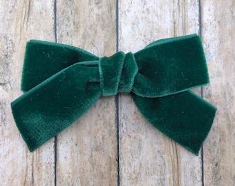 Dark green velvet hair bow - 3 inch hunter green velvet bow, boutique bows, velvet bows, girls hair bows, girls bows, green hair bows, bows