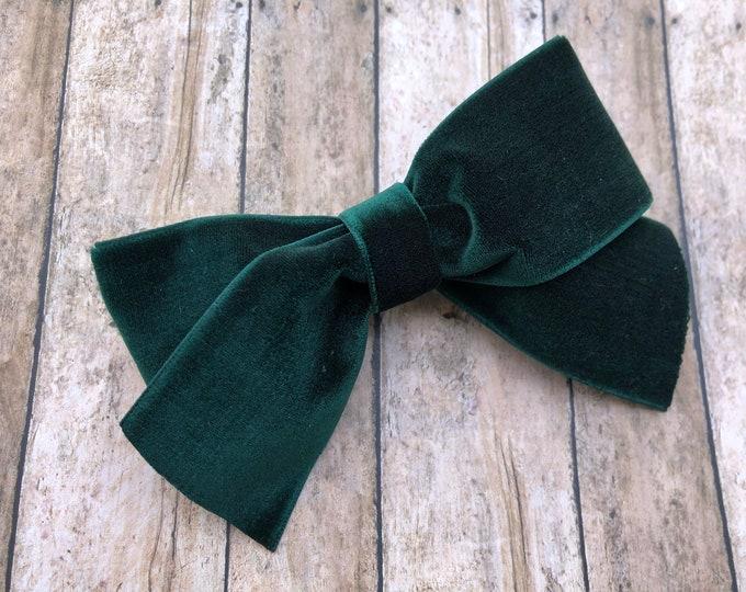 Dark green velvet hair bow - 4 inch hunter green velvet bow, boutique bows, velvet bows, girls hair bows, girls bows, green hair bows, bows