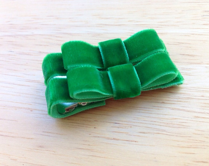 Velvet hair clips - velvet bows, green bows, hair bows, hair clips, bows for girls, baby bows, baby hair clips