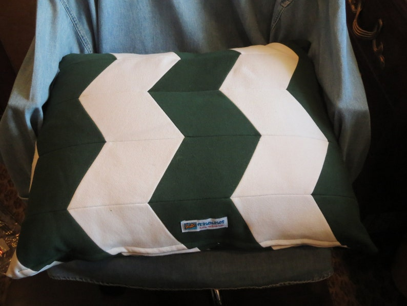 Hunter Green /& White Pet Bed Zig Zag Herringbone diamond pattern