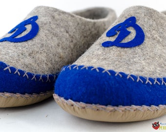 Perfect Felt monogrammed slippers for men - made to order - football slippers - men house shoes - Father day gift