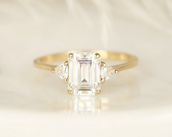 1.75ct Livy 8x6mm 14kt Solid Gold Forever One Moissanite Diamonds Dainty Emerald Trillion 3 Stone Unique Ring,Rosados Box