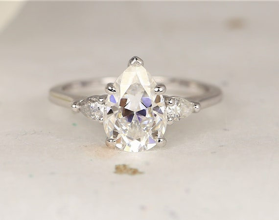 2cts Essie 10x7mm 14kt White Gold Forever One Moissanite Diamond Minimalist 3 Stone Dainty Pear  Engagement Ring,Rosados Box