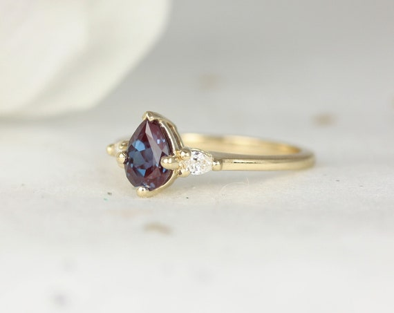 Petite Evette 7x5mm 14kt Gold Color Change Alexandrite Diamond Pear 3 Stone Dainty Engagement Ring,Rosados Box