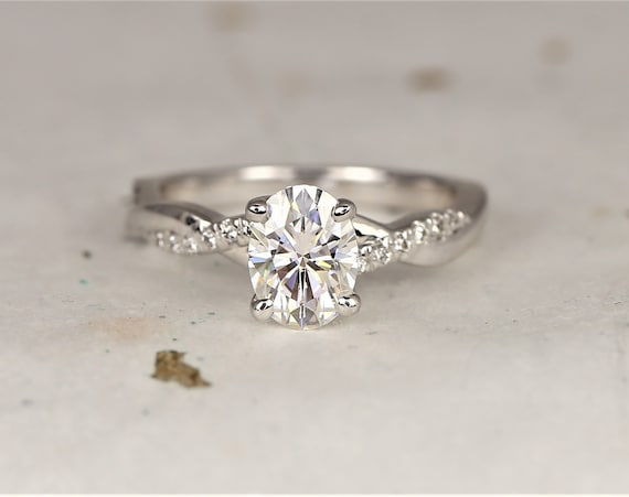 Tilly 8x6mm 14kt White Gold Forever One Moissanite Diamond Dainty Pave Oval Twisted Engagement Ring,Rosados Box