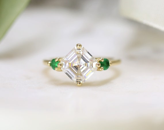 2.20cts Maxine 8mm 14kt Gold Forever One Moissanite Green Emerald Round Dainty 3 Stone Asscher Engagement Ring,Rosados Box