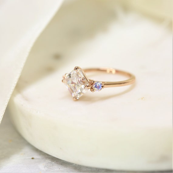 2.20cts Maxine 8mm 14kt Rose Gold Forever One Moissanite Moonstone Round Dainty 3 Stone Asscher Engagement Ring,Rosados Box
