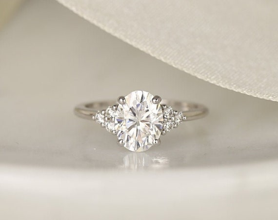 2ct Juniper 9x7mm 14kt White Gold Forever One Moissanite Diamonds Dainty Oval Cluster 3 Stone Engagement Ring,Rosados Box