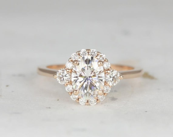 1.50cts Britney 8x6mm 14kt Rose Gold Forever One Moissanite Diamonds 3 Stone Unique Oval Halo Engagement Ring,Rosados Box