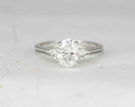 1.50cts Oval Forever One Moissanite Diamond Pear 3 Stone Wedding Set Rings,  Petite Emery 8x6mm & Momo, Rosados Box