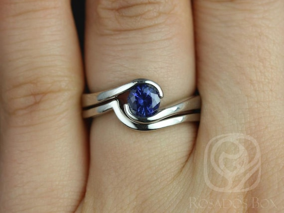 Rosados Box Vadim 5mm 14kt White Gold Round Blue Sapphire Single Twist Wedding Set
