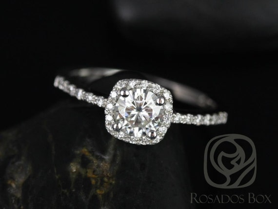 Rosados Box Barra 5mm 14kt Gold Round Forever One Moissanite Diamond Thin Cushion Halo Engagement Ring