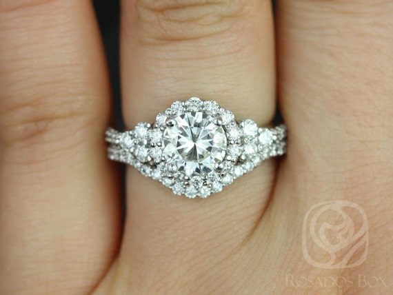 1.25cts Round Forever One Moissanite Diamonds Cluster Halo 3 Stone Wedding Set Rings Rings, 14kt Solid White Gold, Amora 7mm, Rosados Box