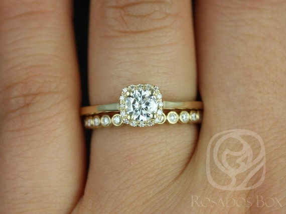 Forever One Moissanite Diamonds Cushion Halo Wedding Set Rings Rings , 14kt Solid Gold , Bella 5mm & Petite Bubbles , Rosados Box