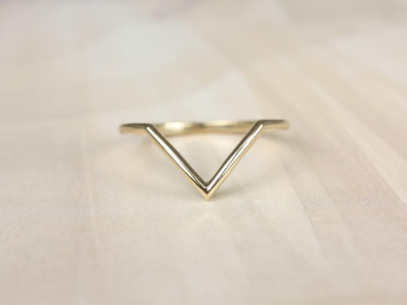 PLAIN Femme 14kt Gold Dainty Thin Chevron Flair V Ring Stacking Ring (S.L.A.Y. Collection),Rosados Box
