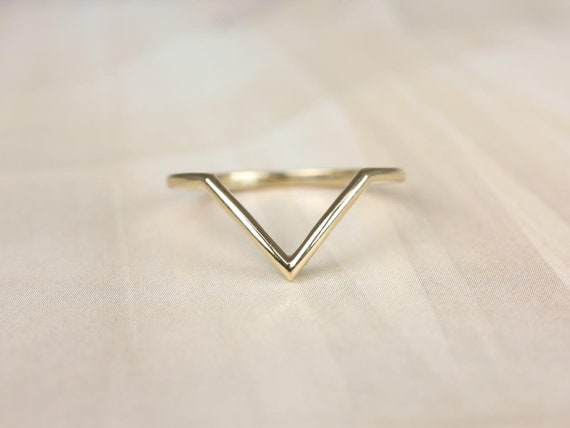 Rosados Box PLAIN Femme 14kt Yellow Gold Chevron Flair V Ring (S.L.A.Y. Collection)