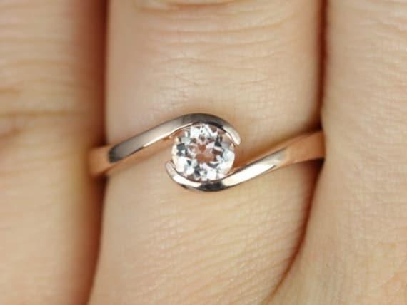 Rosados Box Vadim 5mm 14kt Rose Gold Round Morganite Single Twist Engagement Ring
