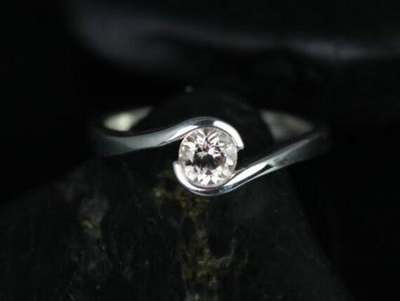 Rosados Box Vadim 5mm 14kt White Gold Round Morganite Single Twist Engagement Ring