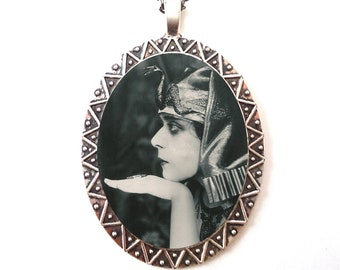 Cleopatra Art Deco Necklace Pendant Silver Tone - Flapper Egyptian Revival 1920s Jazz Age Profile