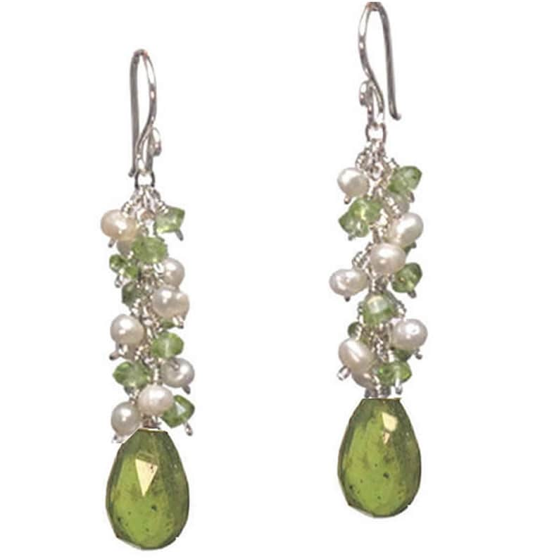 Clusters of ivory pearls and idocrase Princess 190 peridot