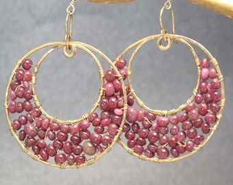Hammered hoops wrapped with ruby Luxe Bijoux 112