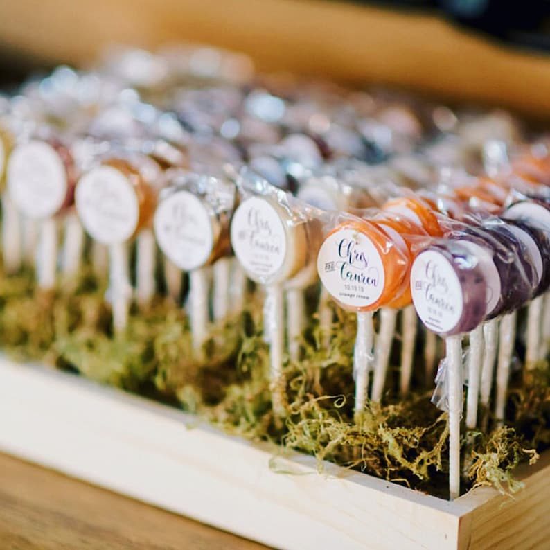 Affordable Edible Wedding Favors -  Spring and Summer Wedding Lollipops Favors