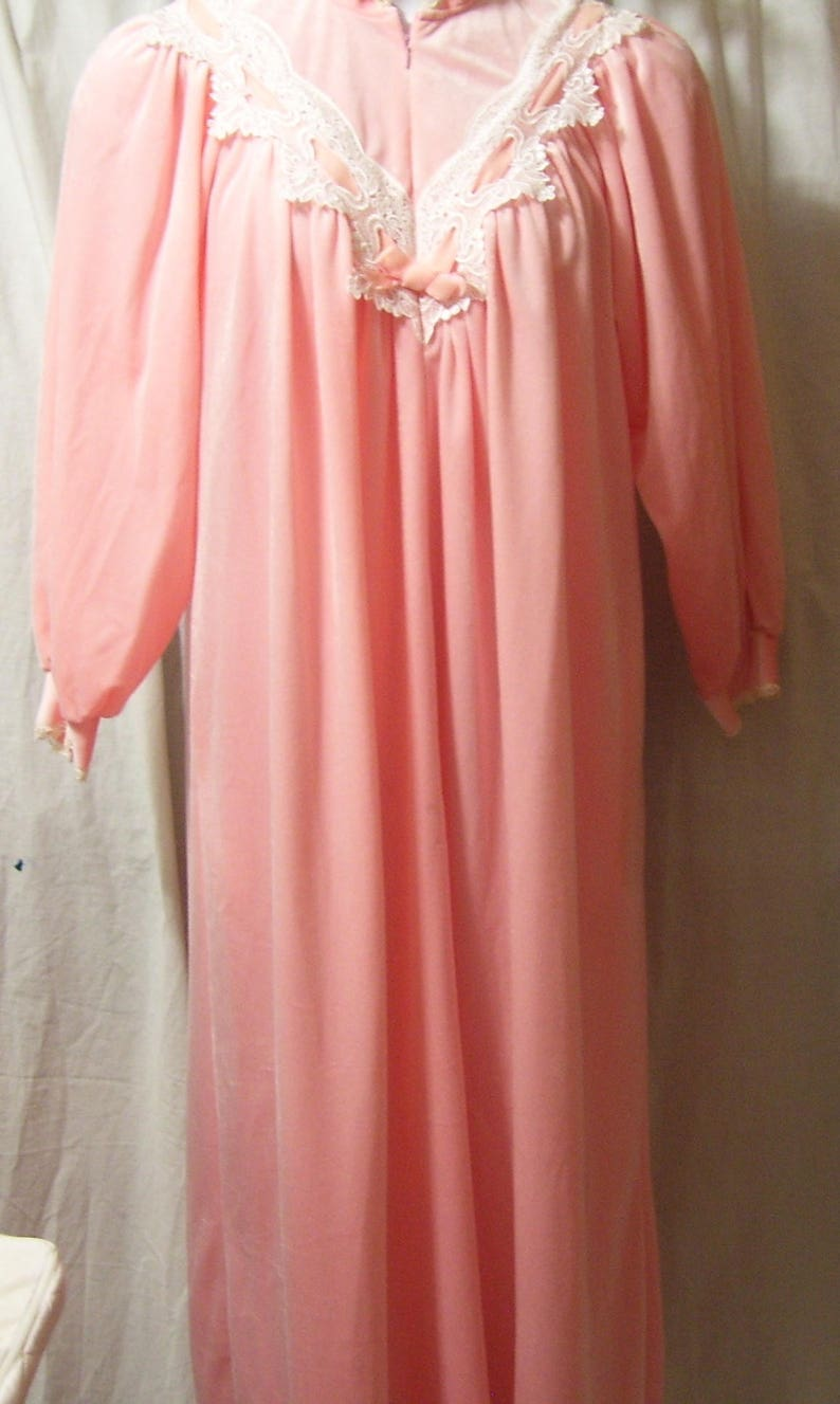 Size S Small Non Separating Zip Winter Cozy Victorian Lace Donna Richard Lounging Long Robe Romantic Peach Soft Velvet