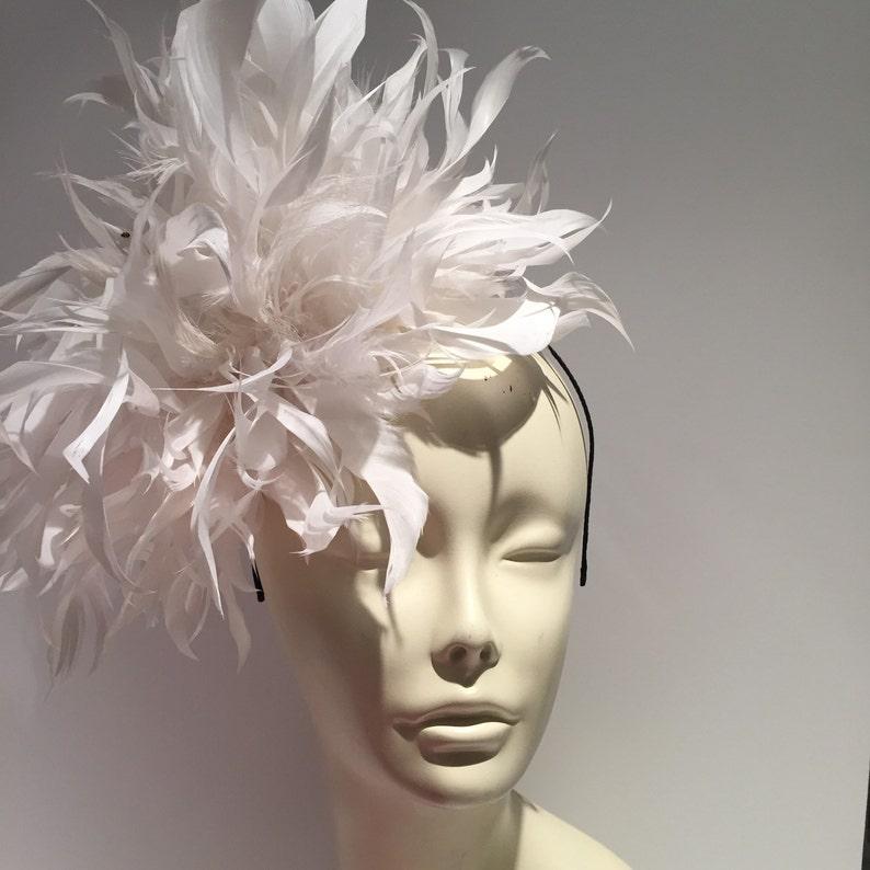 White Fascinator Diner en Blanc Wedding Tea party Hat image 0